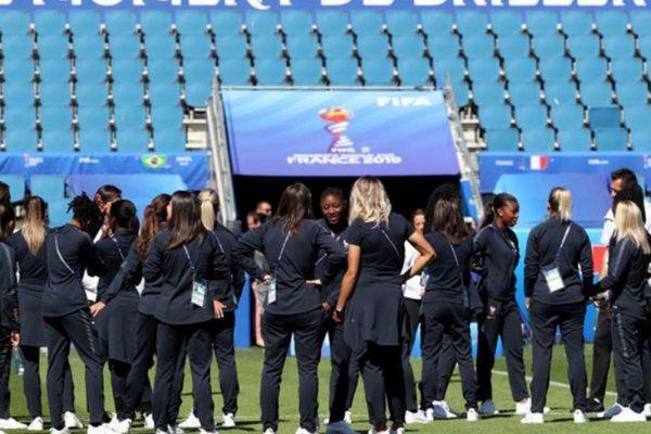 Francia permitirá entrada de aficionados a estadios