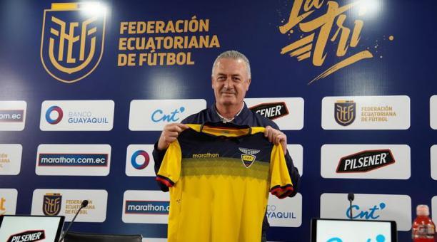 ¿El DT Gustavo Alfaro debe convocar jugadores nacionalizados a la Tricolor? .