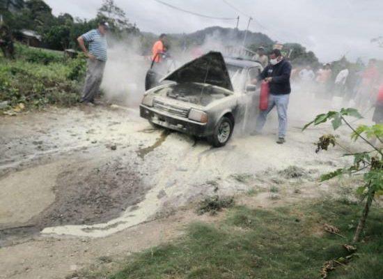 Camioneta de vendedor ambulante se incendia en la vía Pedernales – Jama