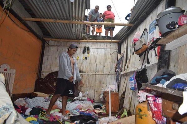 El Carmen Familia se salva de morir aplastada por una vaca que cayó del techo