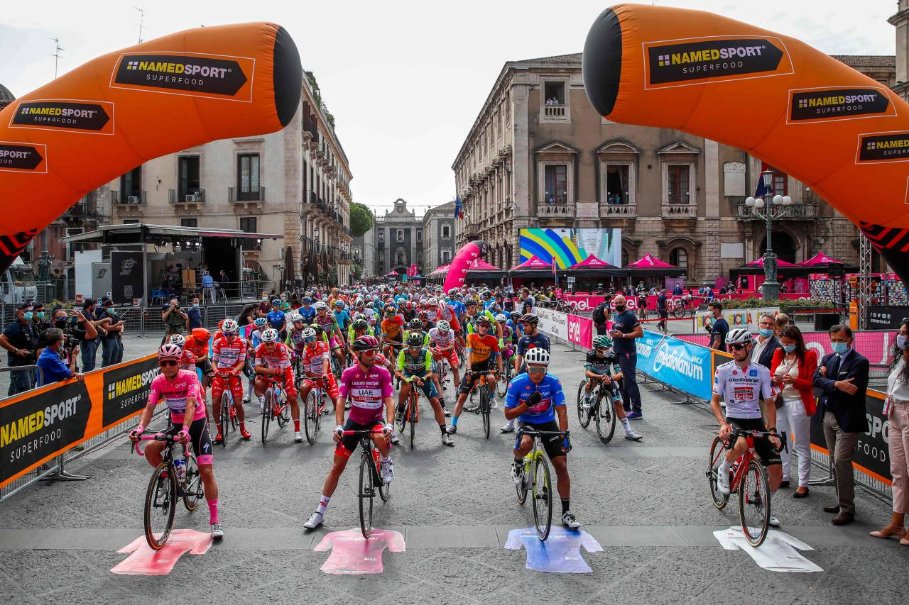 Jonathan Caicedo pierde la 'maglia azzurra' en favor de Filippo Ganna en la etapa 5 del Giro de Italia
